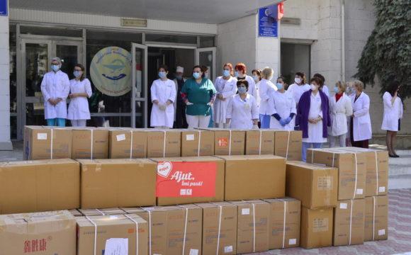 Donații de echipamente de protecție pentru angajații spitalelor municipale antrenate în lupta cu COVID-19
