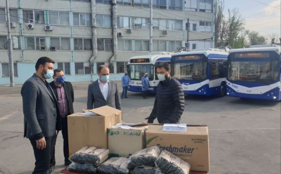 Un lot de 2500 măști de protecție au fost donate întreprinderilor municipale de transport public