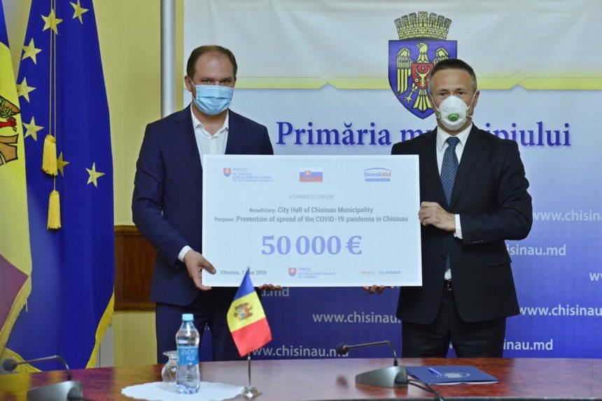 Ambasada Slovaciei la Chișinău a donat municipalității 50 de mii de Euro pentru lupta cu COVID-19