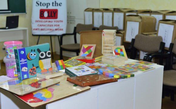 Seturi de jocuri și activități pentru copii donate Centrelor de resurse pentru educația incluzivă din instituțiile de învățământ din capitală