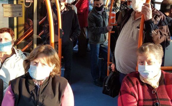Transportul public municipal, troleibuze și autobuze a revenit la regimul obișnuit, cu taxatori și plată pentru călătorie