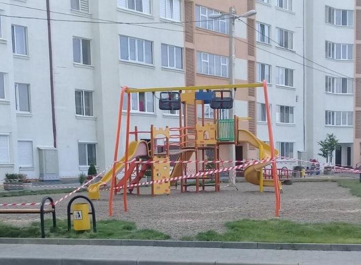 Acces restricționat la terenurile de joacă pentru copii și cele de sport din capitală