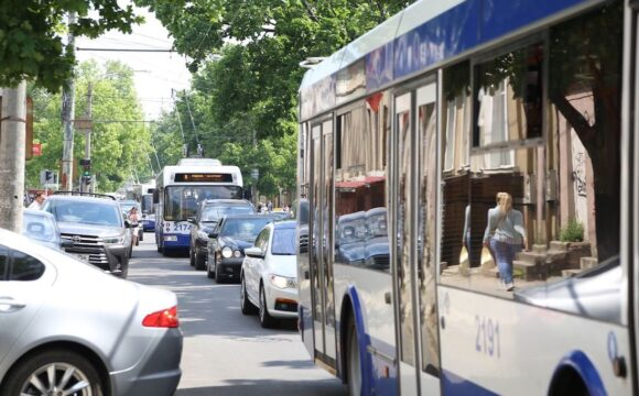 Regim special de circulație a troleibuzelor şi autobuzelor de rută pentru copii