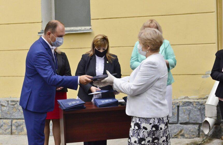 Primarul general a înmânat diplome de onoare angajaților din sfera protecției sociale