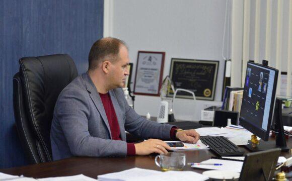 Ion Ceban a avertizat pretorii și șefii de subdiviziuni privind gestionarea situației de pe șantierele de renovare a proiectelor municipale