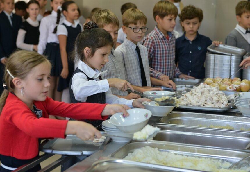 Operatorii economici care prestează servicii de alimentație în școlile din capitală au fost convocați în ședință la Primărie